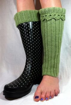 Boot toppers or Wellie Warmers Knitted Boot Cuffs, Knit Boots, Knitting Socks, Boot Toppers, Boot Socks, Knitting Projects, Leg Warmers, Diy Fashion, Knit Crochet