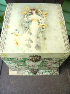 SALE-Antique Victorian Celluloid Collar and Cuff Dresser Box, $34.00
