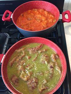 Chicharrón en sus dos modalidades en salsa verde y salsa roja !