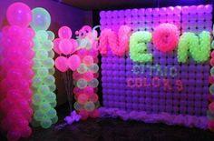 decoracao de festa neon 7 Glow Party Decorations, Homecoming Decorations, Diy Birthday Decorations, Neon Birthday, Birthday Party For Teens, 14th Birthday, Festa Party, Neon Party, Neon Glow