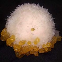 Calcite on Scolecite crystals from India Minerals And Gemstones, Rocks And Minerals, Sticks And Stones, Rock Collection, Beautiful Rocks, Mineral Stone, Stones And Crystals, Gem Stones, Rocks And Gems