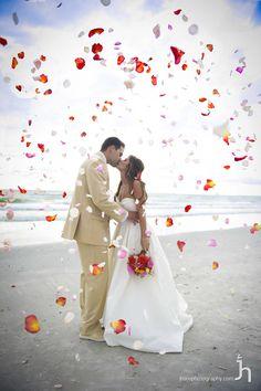 beach wedding ideas Cute Wedding Ideas, Perfect Wedding, Dream Wedding, Wedding Inspiration, Wedding Things, Wedding Pictures, Wedding Stuff, Wedding Poses, Wedding Engagement
