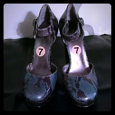 Nine west chunky heels Never worn, strap around the ankle, snake skin Nine West Shoes Heels