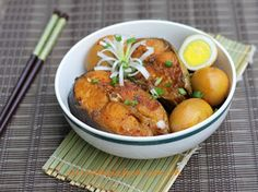 Braised Basa Fish with Chicken Eggs Recipe (Cá Basa Kho Trứng) from http://www.vietnamesefood.com.vn/vietnamese-recipes/vietnamese-fish-recipes/braised-basa-fish-with-chicken-eggs-recipe-ca-basa-kho-trung.html