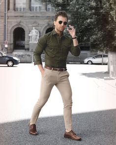 Casual Dress for Young Men What to Wear & How to Wear It The Art of Manliness is part of Mens fashion edgy - Casual dress guide for young men Learn how to dress casual without looking like a slob Formal Men Outfit, Men Formal, Dress Casual, Men's Casual Wear, Semi Formal Outfits, Formal Dresses For Men, Formal Shirts For Men, Business Mode, Business Outfits