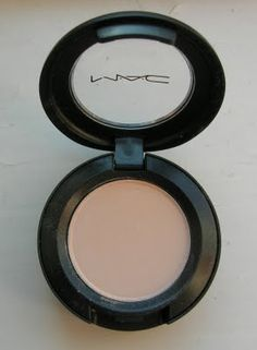 Perfect off white base when a plain flicky eye is all you need. Also a matte everyday highlighter for eyes if you can't be doing with shimmer ( and I rarely can. Mac Eyeshadow Palette, Eyeshadow Basics, Eyeshadow Ideas, Makeup Art, Makeup Tips, Beauty Makeup, Hair Makeup, My Beauty, Beauty Hacks