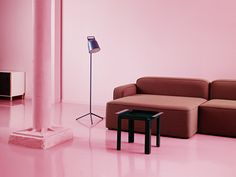 A sophisticated pink hued interior in the Showroom of Normann Copenhagen. - Luxe Fashionably Ideas- New Trends - Luxe Fashionably Ideas- New Trends Modern Side Table, Chaise Sofa, Modular Sofa, Small Tables, Modern Design, Lounge, Interior Design, Copenhagen, Showroom