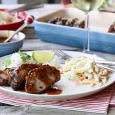 Svinenakke med glace, rissalat og coleslaw