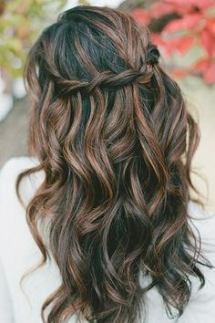 Tresse en cascades sur cheveux bouclés // Waterfall braid on curly hairs My Hairstyle, Pretty Hairstyles, Braided Hairstyles, Wedding Hairstyles, Wedding Hair And Makeup, Hair Makeup, Wavy Wedding Hair, Braids For Long Hair, Messy Hair