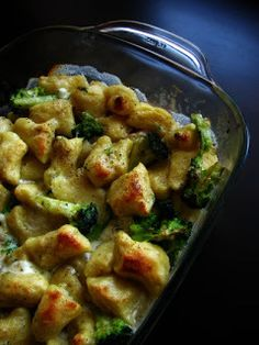 frommarysity: Gnocchi baked with broccoli and cheese - frommarysity: Gnocchi baked with broccoli and cheese - Pasta Recipes, Vegan Recipes, Cooking Recipes, Czech Recipes, Ethnic Recipes, Baked Gnocchi, Broccoli And Cheese, Potato Salad, Macaroni And Cheese