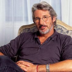 Richard Gere -- one of those rare men who look great both with and without a beard!