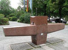 Fonte. 1960. Artista: Georg Brenninger (1909-1988). Encontra-se no Aeroporto Internacional Franz Josef Strauss, anel 4, em Munique, Baviera, Alemanha.  Fotografia: Rufus46.