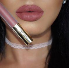 34 Stunning Lip Makeup Ideas That Will Make You Look FAB #makeup #lipstick #lip #mattelip #makeupideas