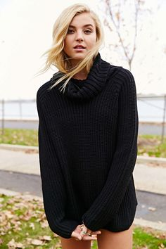 Silence + Noise Modern Turtleneck Sweater - Urban Outfitters