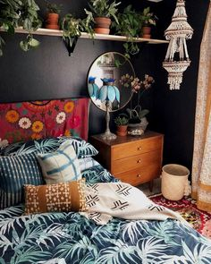 Warm Bedroom Ideas 6929150583 Fun and cozy images to create a captivating diy home decor bedroom Easy Bedroom decor ideas shared on this imaginative day 20190410 Bohemian Bedroom Design, Boho Bedroom Decor, Bedroom Ideas, Bohemian Decor, Bedroom Colors, Trendy Bedroom, Bohemian Bedrooms, Boho Chic, Bedroom Designs