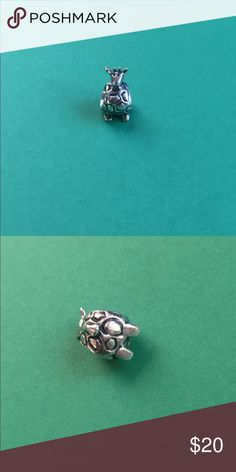 Pandora giraffe charm EUC, let me know if you have any questions and check out my other items. Pandora Jewelry Bracelets