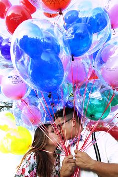 disneyland engagement with balloons! www.ohanablog.com