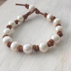 Leather Pearl Bracelet, Leather Charm Bracelets, Leather Jewelry, Leather Cord, Stone Jewelry, Diy Jewelry, Beaded Jewelry, Jewelry Box, Jewelry Making