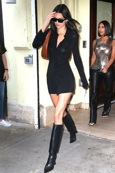 Kendall Jenner in a black minidress and knee-high Jacquemus boots. Look Fashion, Autumn Fashion, Fashion Outfits, Womens Fashion, Nyc Fashion, Fashion Weeks, Looks Street Style, Looks Style, Elegantes Outfit Frau
