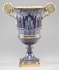 ** Váza - modrý zlacený porcelán r.1740 **