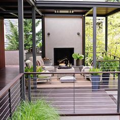 This modern-meets-outdoors space gets its forward-thinking set of details from a mix of metals -- thicker vertical supports, thinner horizontal railings -- as well as stylish wood rail-top pieces.