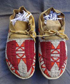 Vintage Antique Lakota SIOUX MOCCASINS Red Orange White BEADS Excllent Condition