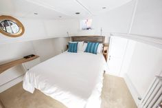 Businessman sells two-bed London home and buys houseboat One Bedroom Flat, Two Bedroom, Houseboat Decor, Houseboat Living, Living Area, Living Spaces, Tiny House Movement, Rustic Design, What Is Like