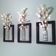 DIY Wanddeko diy decoration: frames with vases. The post DIY Wanddeko appeared first on Flur ideen. Hanging Picture Frames, Old Picture Frames, Hanging Pictures, Wall Decor With Pictures, Picture Frames On The Wall Stairs, Pictures For Bathroom Walls, Home Projects, Home Crafts, Diy Home Decor