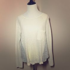 Madewell Linen Colorblock Curveball Tee Sz S Madewell Linen colorblock Curveball Tee size small with pocket. Off white and heather gray. gently used slight pilling but not noticeable due to nature of linen fabric.     Approximate Measurements L 21in W 19in  Slv 25 in Madewell Tops Tees - Long Sleeve