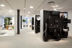 Opened in 2011, the 3,000 square-foot showroom, located in Manhattan's Meatpacking District at 29 Ninth Avenue, showcases the entire Axor line of products fo...
