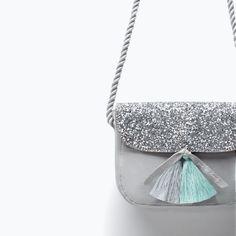 ZARA - SHOES & BAGS - BOLSO GLITTER DETALLE BORLAS Zara Kids, Mini Handbags, Girls Bags, Bare Foot Sandals, Kids Backpacks, Cute Bags, Ss 15, My Bags, Girls Shoes