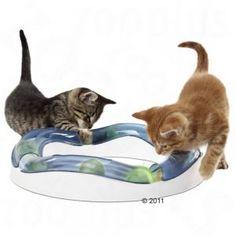 Una pelota luminosa, unos raíles de montaña rusa y una velocidad alta dan a este juguete para gatos los ingredientes perfectos para un juego de caza y habilidad. Es extensible y combinable