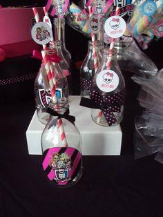 garrafinha personalizada <br>com canudo colorido especial personalizado <br> <br>serve para colocar confete dentro e deixar a mesa da festa colorido