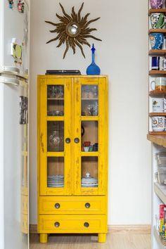 Veronica Cavalcanti - a casa que a minha vo queria Decor, Interior, Beautiful Furniture, Eclectic Home, Kitchen Decor, Yellow Furniture, Furniture Makeover, Interior Design, Yellow Painted Furniture