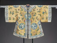 Woman's domestic surcoat (waitao) Han Chinese Qing Dynasty circa 1870 to 1880. Museum of Fine Arts, Boston. Accession Number: 50.2479
