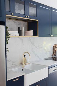 Blue Kitchen Interior, Navy Blue Kitchen Cabinets, Blue Kitchen Designs, Shaker Style Kitchen Cabinets, Shaker Style Kitchens, Kitchen Cabinet Styles, Modern Kitchen Design, Home Decor Kitchen, Home Kitchens