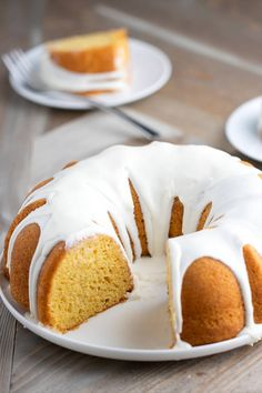 Yellow Pound Cake is the best cake for active imaginations. Top Duncan Hines® Classic Yellow Cake Mix with a glaze and share with everyone! Cake Mix Recipes, Pound Cake Recipes, Dessert Recipes, Desserts, Yummy Recipes, Cake Mix Pound Cake, No Bake Cake, Almond Pound Cakes, Glaze For Cake
