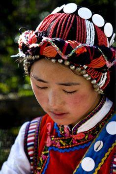 Woman - Traditional Clothing - Kunming - China.