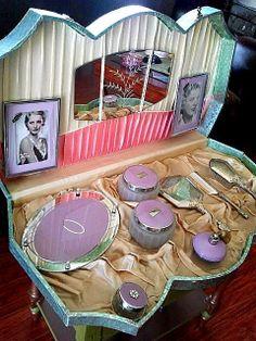 Ivory satin lined cardboard presentation box covered in gold foil. Antique Vanity, Vintage Vanity, Vintage Box, Vintage Style, Vintage Fashion, Dresser Vanity, Dresser Sets, Vanity Decor, All Is Vanity