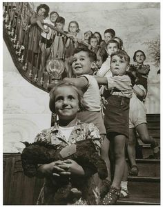 Walter Rosenblum: Children on the Staircase, Toulouse, France in 1946.