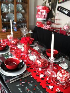 valentines dinner table. Love how fancy and modern this is :)