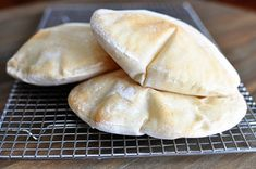 Pita bread is surprisingly super easy to make at home; in this post, you'll get all the tips and tricks to make the pita breads puff perfectly! | melskitchencafe.com Bread Recipes, Cooking Recipes, Cooking Videos, Cooking Joy, Homemade Pita Bread, Homemade Hummus, Bread Baking, Food To Make, Pizza