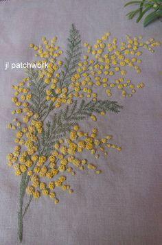 Voici le travail de broderie proposé cette année par notre animatrice : une jolie branche de mimosa : normalement, elle...