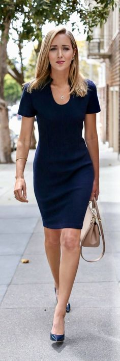 navy knit sheath dress, navy patent leather pointed toe pumps, nude satchel… a… navy knit sheath dress, navy patent leather pointed toe pumps, nude satchel… alles für Ihren Stil – www. Nyc Fashion, Work Fashion, Womens Fashion, Street Fashion, Fashion Ideas, Professional Outfits, Business Professional, Professional Women, Business Fashion