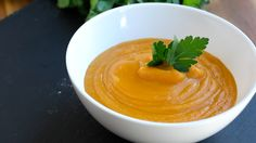 Butternut squash soup A delicious butternut squash soup recipe! 1 tablespoon vegetable oil 1 butternut squash 1 onion 1 liter of vegetable broth 200 ml o. Soup Recipes, Vegan Recipes, Cooking Recipes, Vegan Ideas, Vegan Food, Vegan Butternut Squash Soup, Vegan Soups, Happy Foods, Soups And Stews