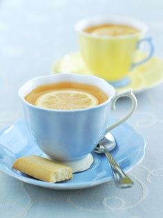 aqua & lemon tea cups and saucer sets Coffee Break, Coffee Time, Tea Time, Café Chocolate, Tea Culture, My Cup Of Tea, Mini Desserts, High Tea, Drinking Tea