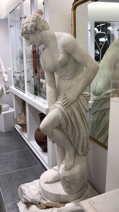 Lais, Laida the most famous prostitute from Korinthos, Greek antiquity marble statue replica [Λαϊδα] - Hellas Art by SiloArtFactory Greek Antiquity, Greek History, Recycled Art, Ancient Greece, White Marble, Metal Working, Art Pieces, Sculptures, Museum