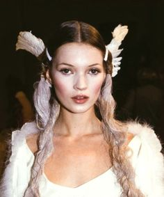 Kate Moss backstage at the John Galliano Spring 1994 show. Jhon Galliano, Real Doll, Beauty Art, Kate Moss, Timeless Fashion, Role Models, Supermodels, Makeup Looks, Portrait