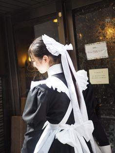 埋め込み Maid Outfit, Maid Dress, French Maid Lingerie, Victorian Maid, Beautiful Girl Wallpaper, Maid Cosplay, Maid Uniform, Poses References, Cool Outfits