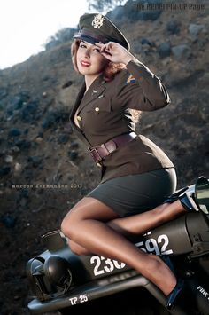 Dieselpunk girl in pin-up pose Military Pins, Military Women, Ww2 Women, Military Jeep, Military Veterans, Military Style, Jamie Chung, Modelos Pin Up, Suicide Girls